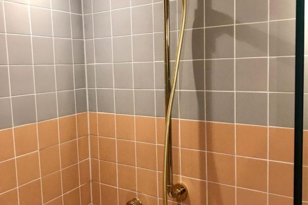 08-Ensuite-shower-600x400