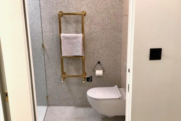 12-Bathroom-600x400