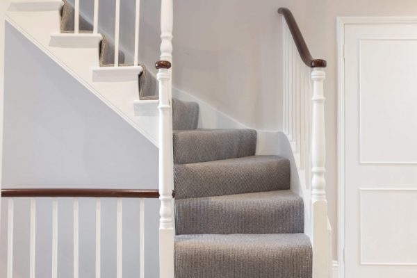 Traditional guardrail and bannister styled by Absolute Project Management