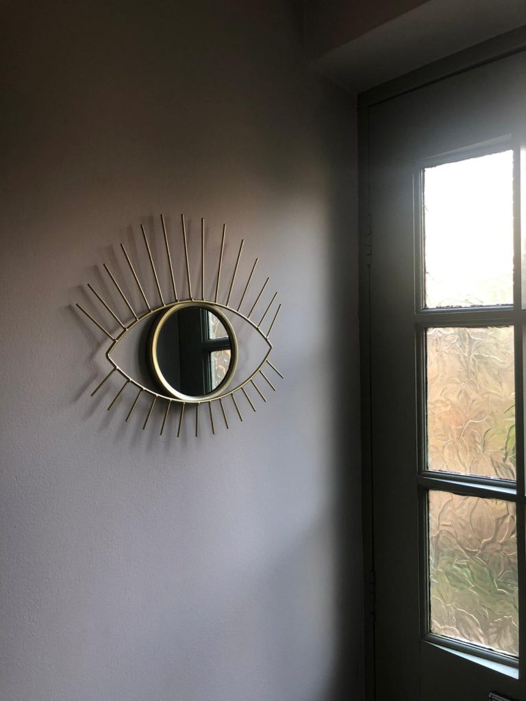 Mirror shaped like an eye in house renovated by Absolute Project Management